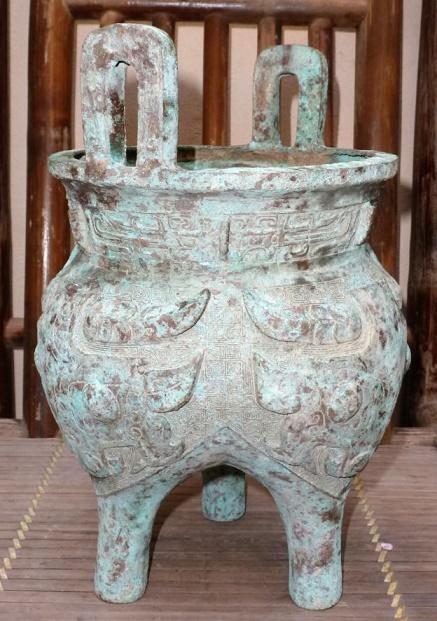 Vài điều qua Ngự chế minh văn cổ khí đồ của vua Minh Mạng Lich-ba-chan-624x886